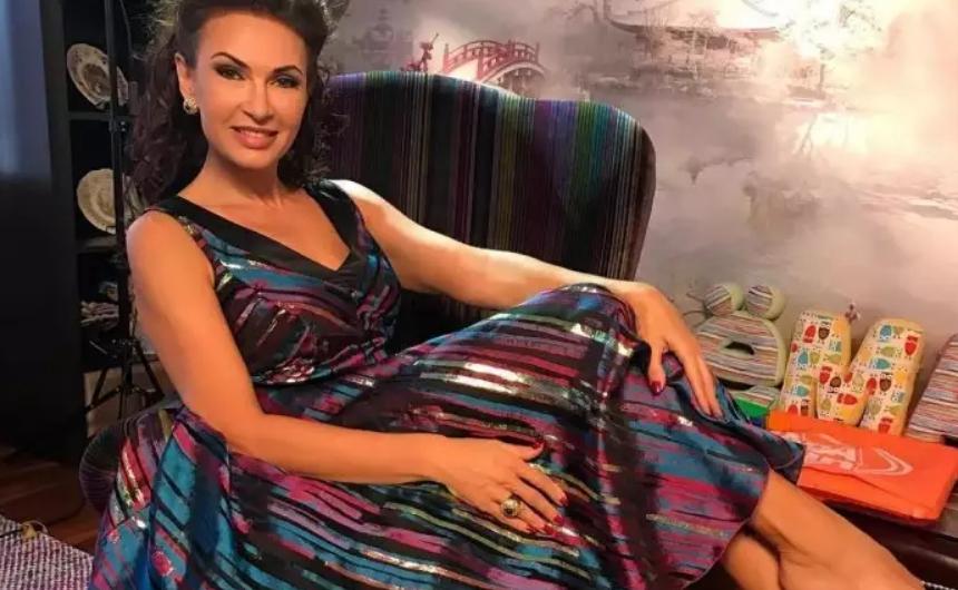 Эвелина Бледанс беременна