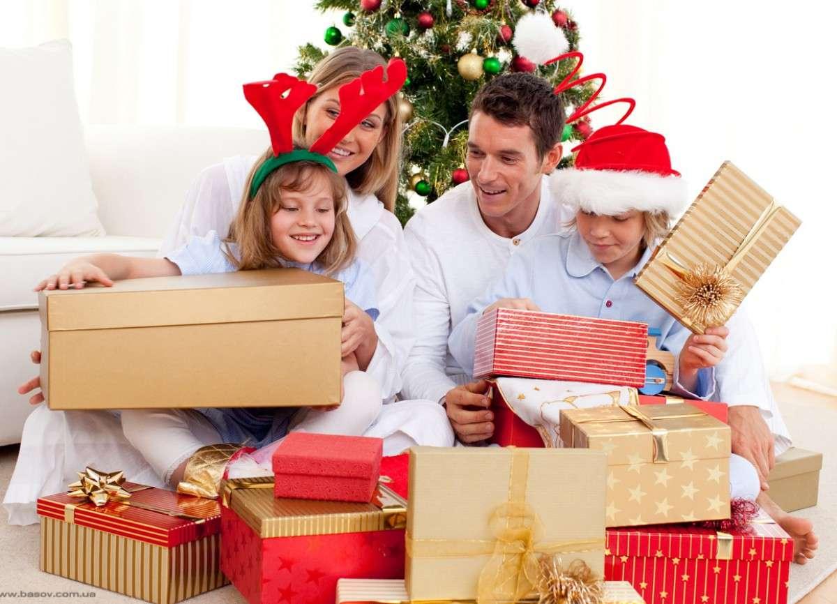 Что подарить семье на Новый год 2019