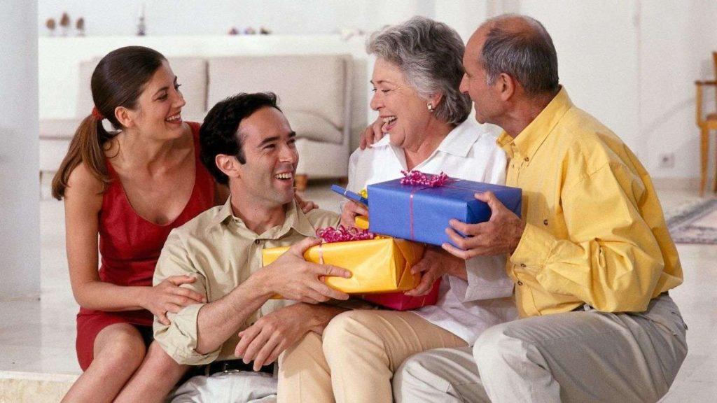 Подарок пожилой семье