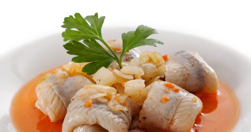 Селёдка в огуречно-томатном соусе