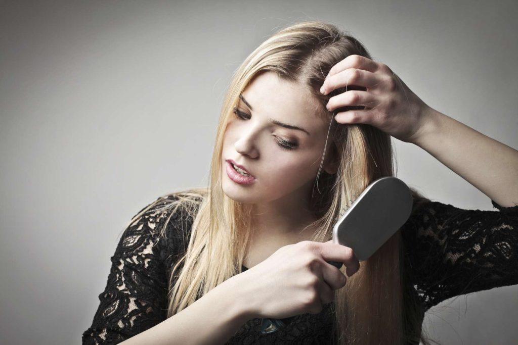 Причины выпадения волос у женщины